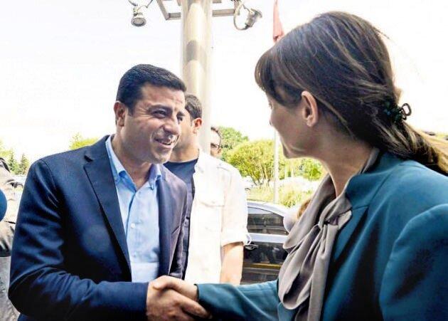 Seçimlerin ardından CHP'li Şafak Pavey'in, havalimanında karşılaştığı HDP Eş Genel Başkanı Selahattin Demirtaş'a,