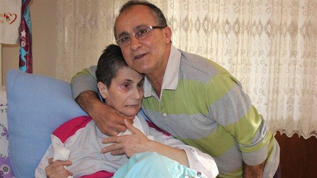 Alzheimer hastası 40 yıllık eşine bebek gibi bakıyor