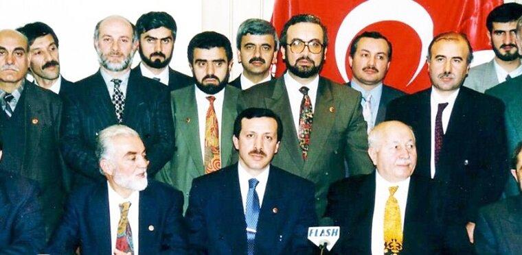 Aralık 1995 seçimleri çok parçalı bir siyasi yapı ortaya koymuş, ancak Refah Partisi (RP) yüzde 21 küsur oyuyla birinci parti olmuştu.