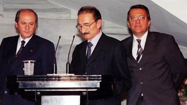 Ecevit, MGK'da Sezer ile yaşadıklarını basın toplantısı ile duyurdu.