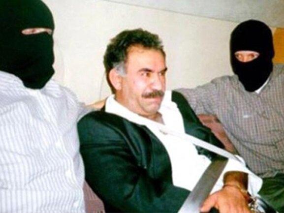Abdullah Öcalan özel bir ekip tarafından teslim alındı.