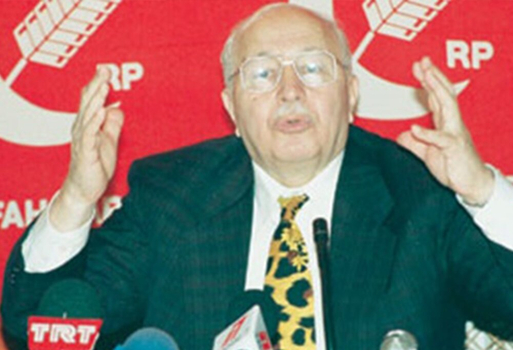 Necmettin Erbakan, artık Refah Partisi'nin genel başkanıydı.