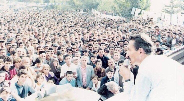 14 Ekim 1987 yılında Çorum Stadyumu önünde yapılan DSP mitingi.