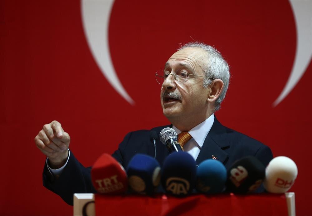 CHP lideri Kemal Kılıçdaroğlu daha çok salon toplantılarıyla 'hayır' kampanyasını yürütüyor.