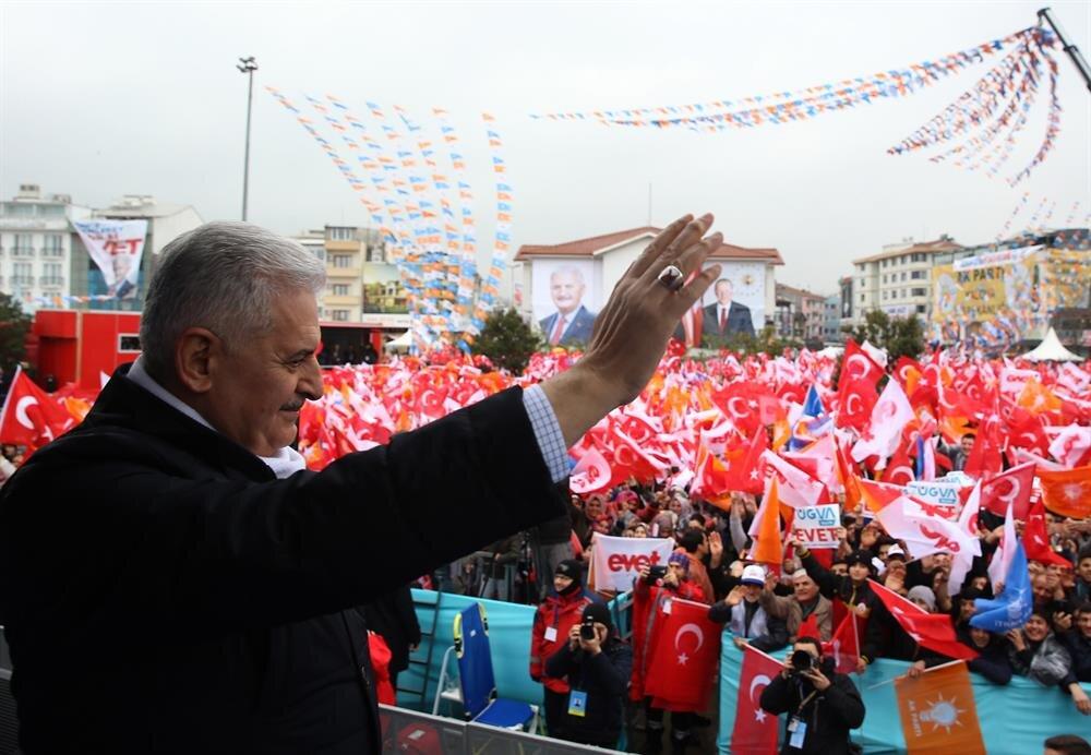 Başbakan Binali Yıldırım, referandum için il il dolaşıp cumhurbaşkanlığı sistemini anlatıyor.
