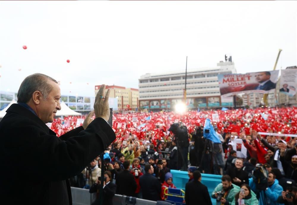 Cumhurbaşkanı Erdoğan mitinglerle referandum çalışmalarını sürdürüyor.