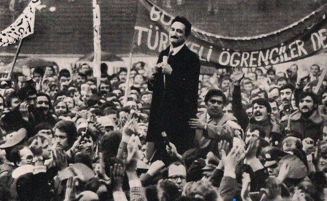 Bülent Ecevit referandumdan sonra DSP'nin başına geçti.