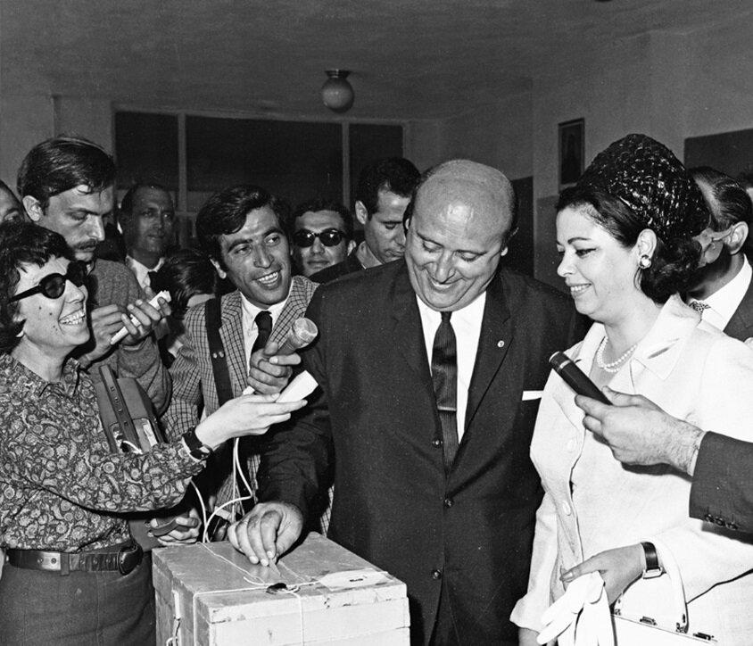 1965 seçimlerinde Süleyman Demirel sandık başında. (BYEGM arşivi)