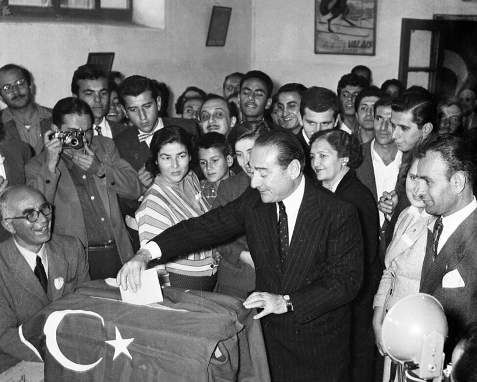 Adanan Menderes oy kullanırken. (BYEGM arşivi)