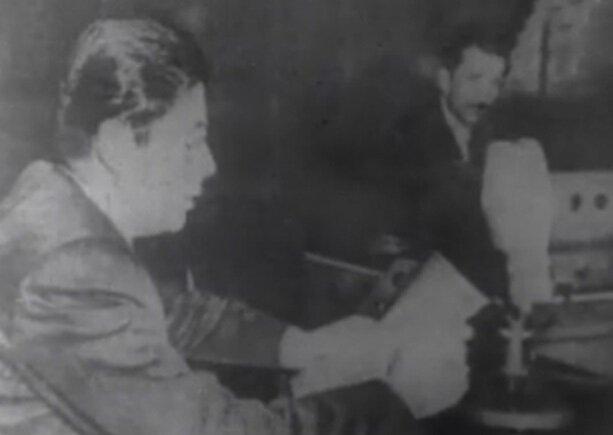 Millet Partisi adına Ertuğrul Akça, radyo konuşması yapıyor.