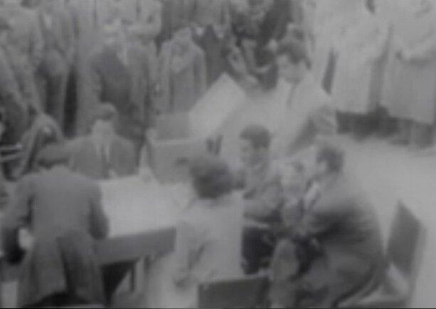 1950 seçimlerinde vatandaşlar sandıkta.