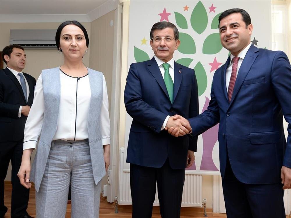 AK Parti ve HDP arasındaki görüşmeden bir kare.
