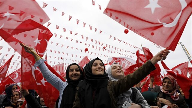 Supporters of Turkish President Erdoğan wave national flags during a rally for the upcoming referendum in the Black Sea city of Rize.