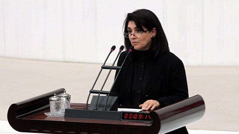 Leyla Zana, 2011 yılında milletvekili yemini etti.