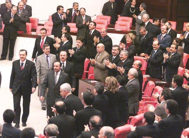 Yasak ve engelleri milletin desteğiyle aşan Erdoğan, TBMM'de.