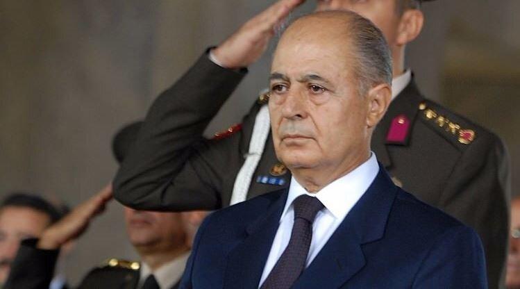 Ahmet Necdet Sezer, 2000 ile 2007 yılları arasında Türkiye Cumhuriyeti'nin 10. Cumhurbaşkanlığı görevini yap