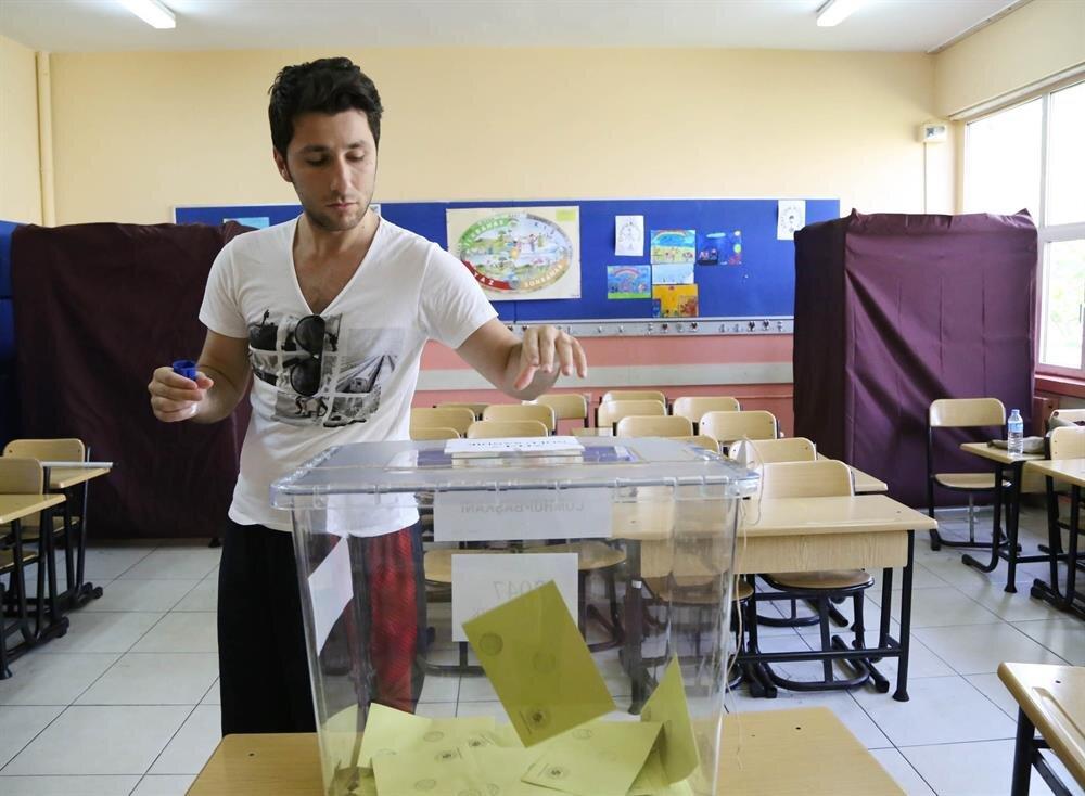 1 milyon 269 bin 282'sini, oy verme gününe kadar 18 yaşını dolduran yeni seçmenler oluşturacak.