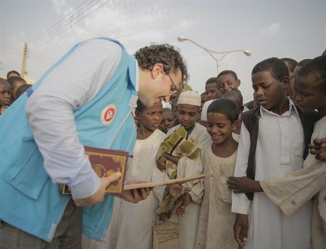 وقف تركي يوزع ٣٠ ألف نسخة من القرآن الكريم على طلبة السودان
