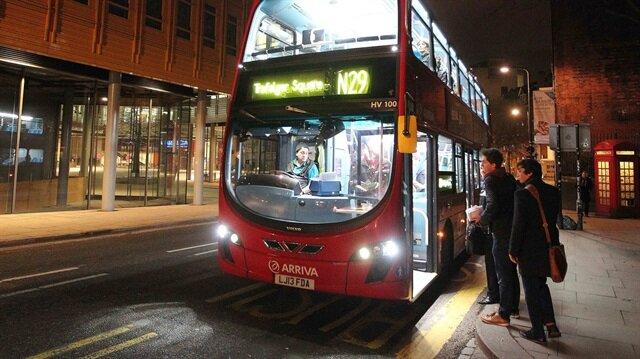 ARŞİV: Londra'da 'kırmızı' otobüsler yoğun bir şekilde hizmet veriyor.