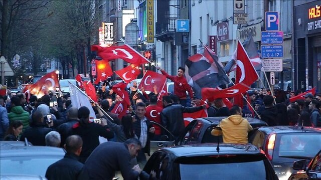 'Yes' supporters celebrate their victory following the unofficial preliminary results of Turkey's constitutional referendum on April 16, 2017 in Brussels, Belgium.