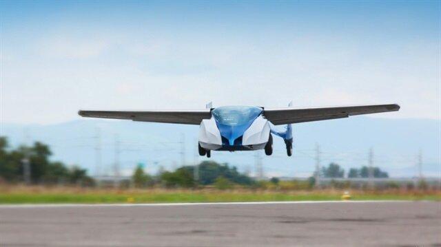 Dünyanın ilk uçan arabası satışa çıkıyor