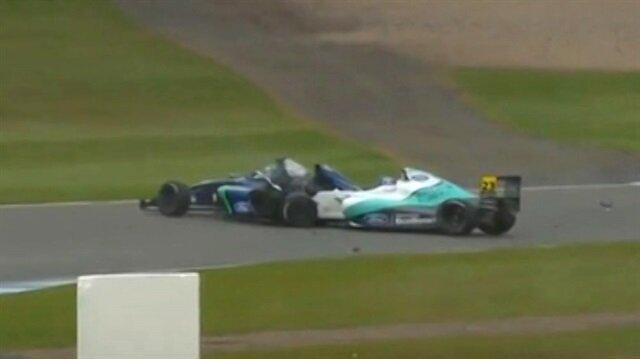 İngiltere'de Formula 4 yarışında feci kaza
