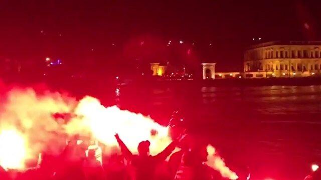 Beşiktaş taraftarından gece baskını