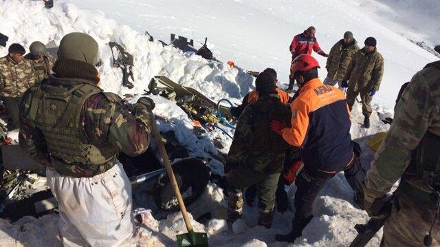 Pülümür'de düşen helikopterinin enkazına ulaşabilmek için jandarma ile Tunceli Afet ve Acil Durum Müdürlüğü (AFAD) ekipleri, olumsuz hava koşullarında büyük bir mücadele verdi.