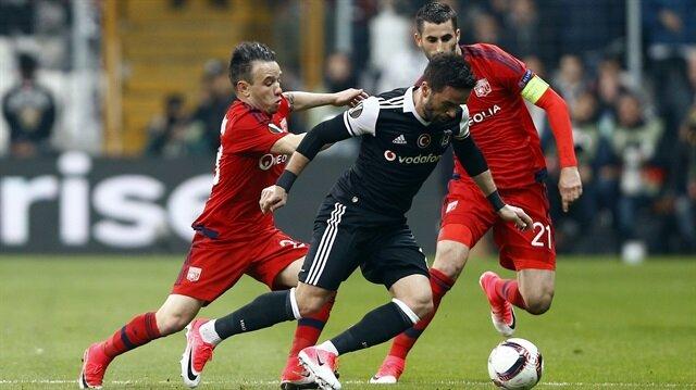 Gökhan Gönül dün sık sık Lyon'un orta saha oyuncusu Valbuena ile karşı karşıya geldi.