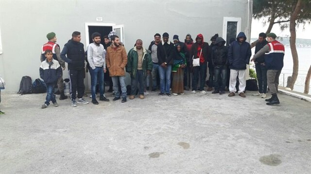 İzmir'de göçmen kaçakçılığı operasyonu: 65 kaçak yakalandı
