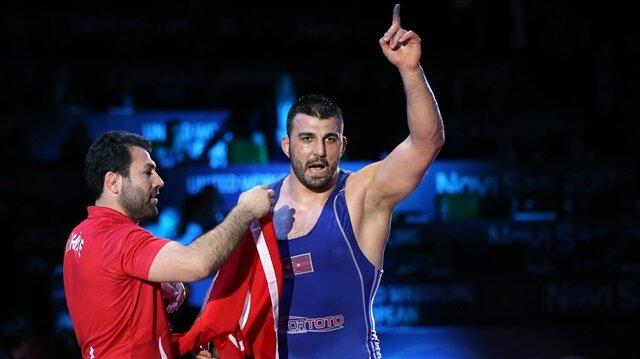Rıza Yıldırım turnuvadaki Türkiye adına ilk altın madalyayı kazandı.