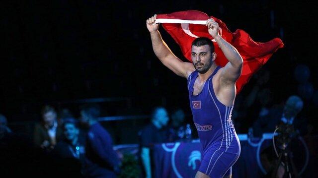 Rıza Yıldırım Türkiye'ye şampiyonada ilk altın madalyasını kazandırdı.