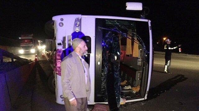 Çanakkale'ye geziye giden midibüs devrildi: 23 yaralı! Son dakika
