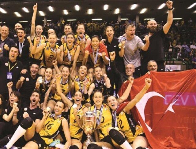 """""""وقف بنك"""" التركي يتأهل لنهائي بطولة العالم للأندية للسيدات بكرة اللطائرة"""