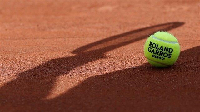 junn Mitsuhashi tenis müsabakalarından ömür boyu men edildi.