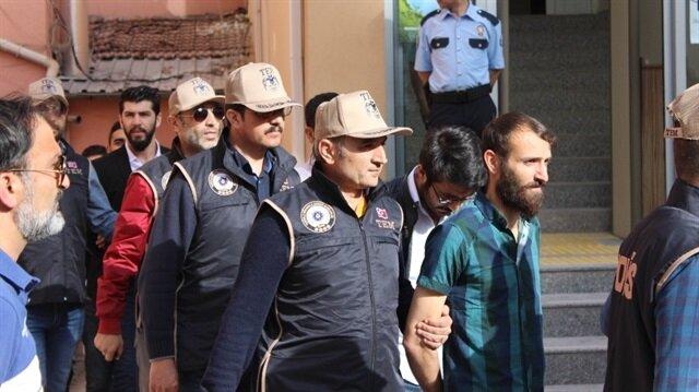 Terör örgütü PKK'ya eleman kazandırmak için faaliyet yürüttükleri iddiasıyla gözaltına alınan 17 üniversite öğrencisi ve mezunundan 15'i tutuklandı