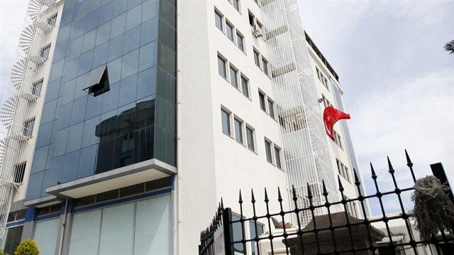 Sözcü gazetesinin sahibi Burak Akbay'ın da aralarında bulunduğu 4 kişi hakkında gözaltı kararı verildi. Gazetenin Halkalı'daki binası.