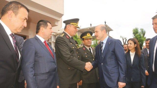İçişleri Bakanı Süleyman Soylu, bir dizi etkinlik için geldiği Yalova'da ilk ziyaretini valiliğe gerçekleştirdi.