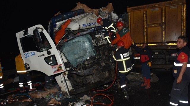 Kırıkkale Yerel Haber: Kırıkkale'de iki kamyonun çarpışması sonucu iki kişi hayatını kaybetti.