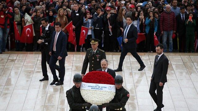 19 Mayıs Atatürk'ü Anma, Gençlik ve Spor Bayramı kutlamaları çerçevesinde Anıtkabir'de tören düzenlendi. Törene Gençlik ve Spor Bakanı Akif Çağatay Kılıç da katıldı.