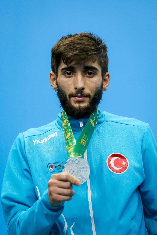 Sadık Pehlivan gümüş madalya kazandı.