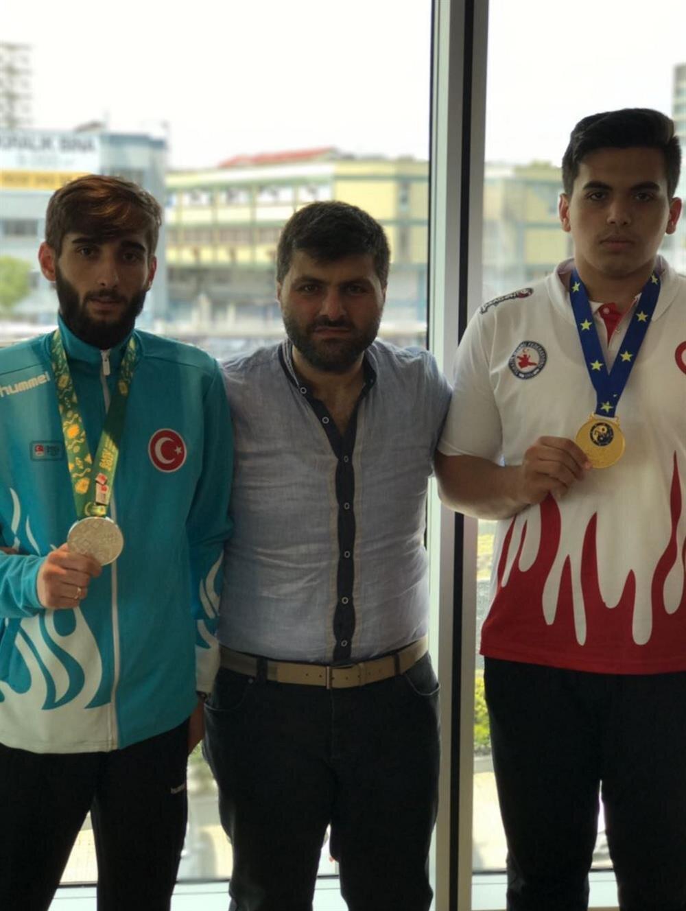Avrupa Şampiyonu Furkan Gürüz, İBBSK Wushu sorumlusu Faruk Albayrak ve İslami Dayanışma Oyunları'nda gümüş madalya kazanan Sadık Pehlivan.