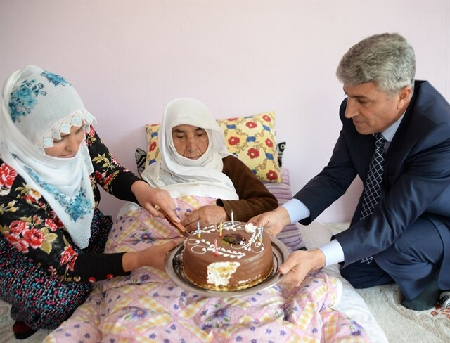 118-year-old from Turkey claims to be oldest person