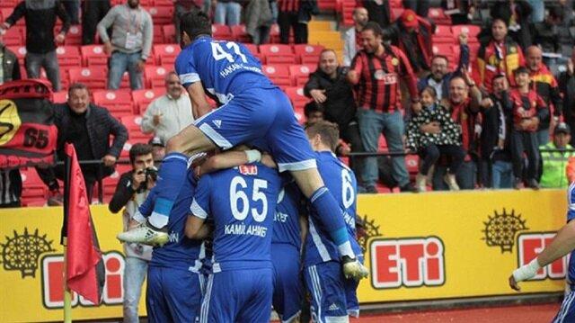 Eskişehirsporlu oyuncunların gol sevinci.
