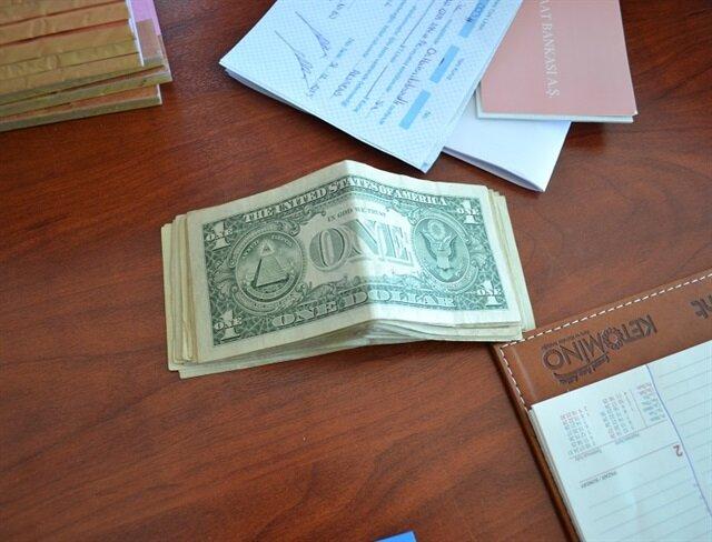 Kasadan 1 dolarlık 29 banknot çıktı