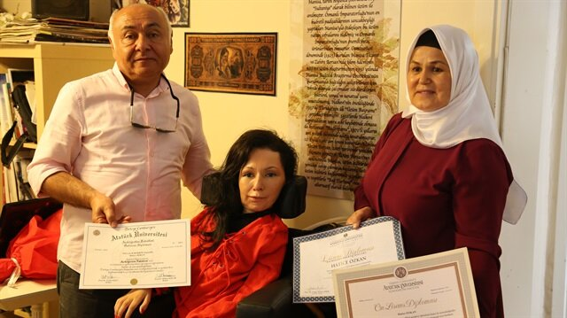 Hatice Özkan, en büyük desteği olan anne ve baba sevgisiyle hayata kalmayı başardığını söyledi.