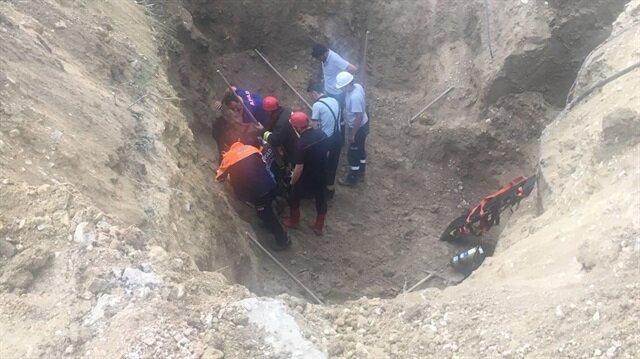 AFAD ve itfaiye ekiplerinin çalışmasıyla kurtarılan işçi, hastaneye kaldırıldı.
