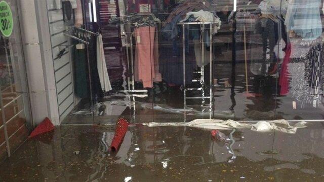 Ankaradaki sağanak yağışta alt geçit ve mağazaları su bastı! Ankara hava durumu