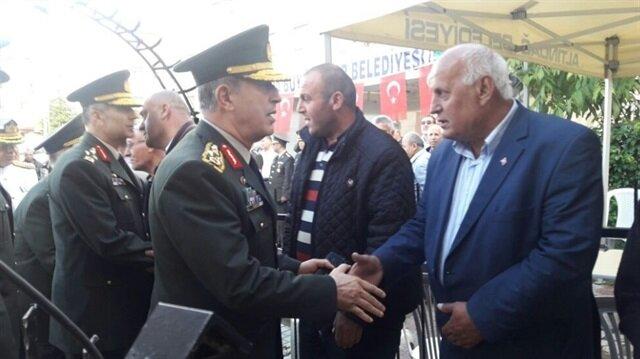 Genelkurmay Başkanı Orgeneral Hulusi Akar ve kuvvet komutanları Iğdır'da şehit olan Piyade Er Harun Aydın'ın ailesine taziye ziyaretinde bulundu