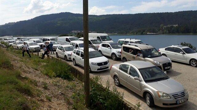 Araçlar Abant'ın girişinde 3.5 kilometrelik kuyruk oluşturdu.